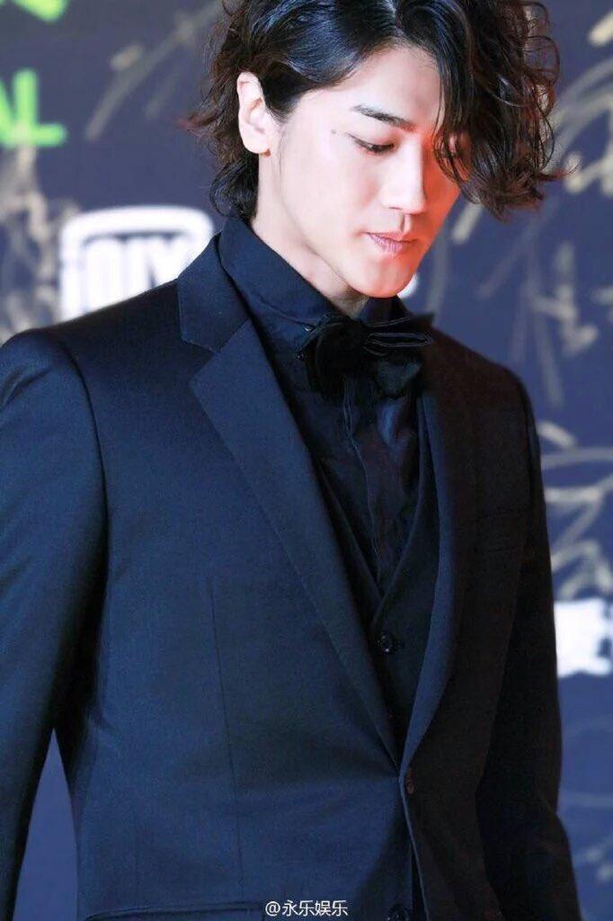 真っ黒なスーツがかっこいいイケメン赤西仁