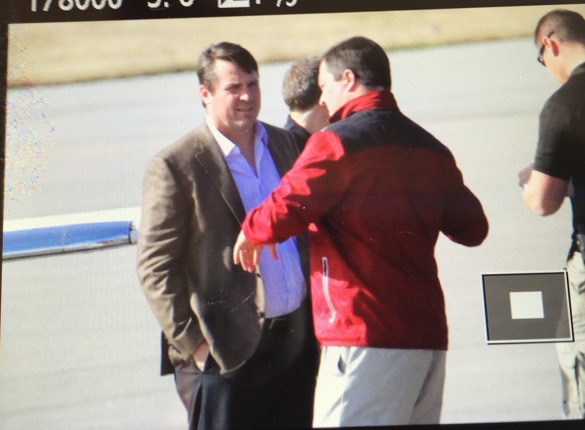First Look: Will Muschamp arrives in Columbia #Gamecocks #Boom @TonyMorrellGCI @johnmwhittle @JohnDelBianco27 https://t.co/lPMZQemP0Q