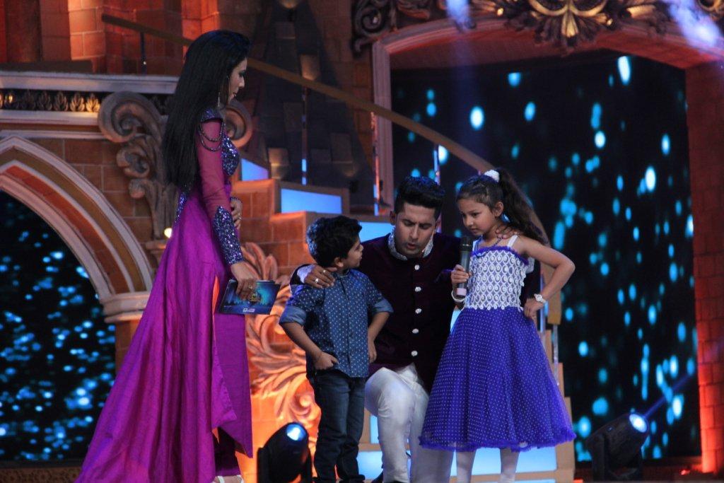 Nia Sharma aka Roshni of Jamai Raja dress at Zee Rishtey Awards 2015 ZRA 2015
