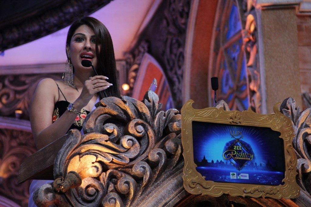 Garima Ajmani aka Shabnam of Jamai Raja wins award at Zee Rishtey Awards 2015