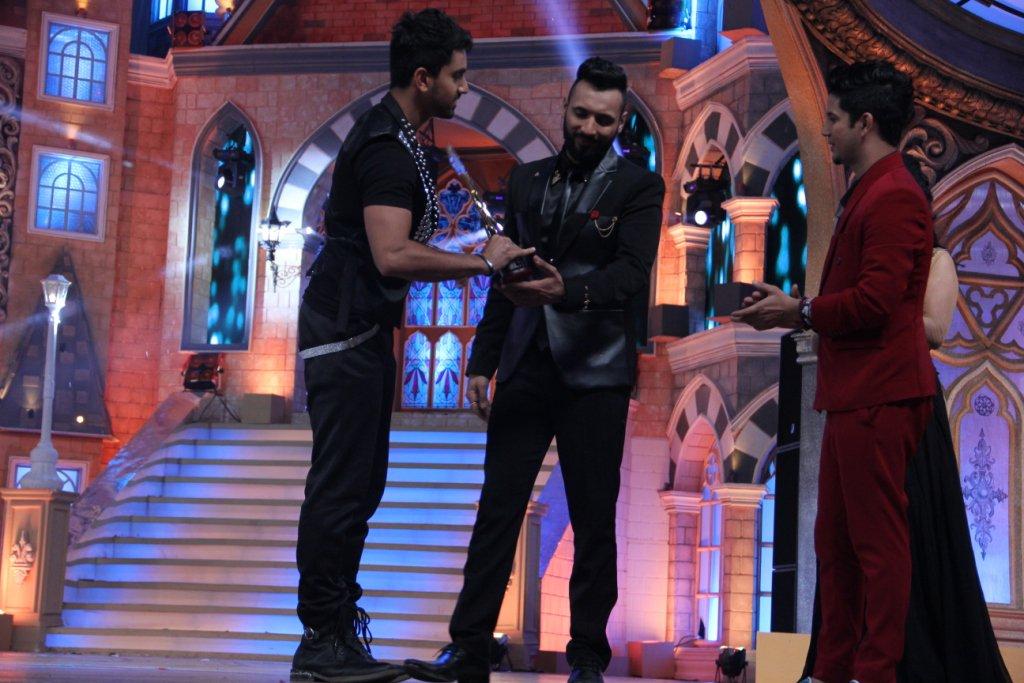 Zain Imam wins award at Zee Rishtey Awards 2015