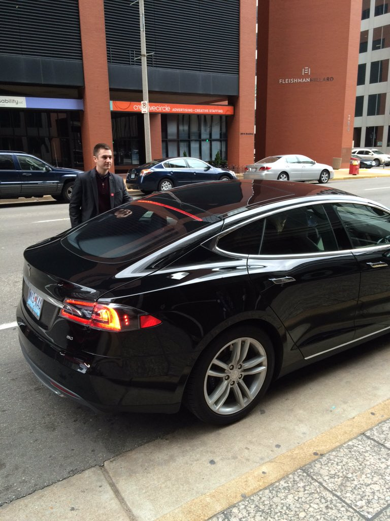 """@McGreaLife getting ready for the final pitch in a @TeslaMotors for the @SLUent """"Real Elevator Pitch"""" competition! https://t.co/UywemNV1fd"""
