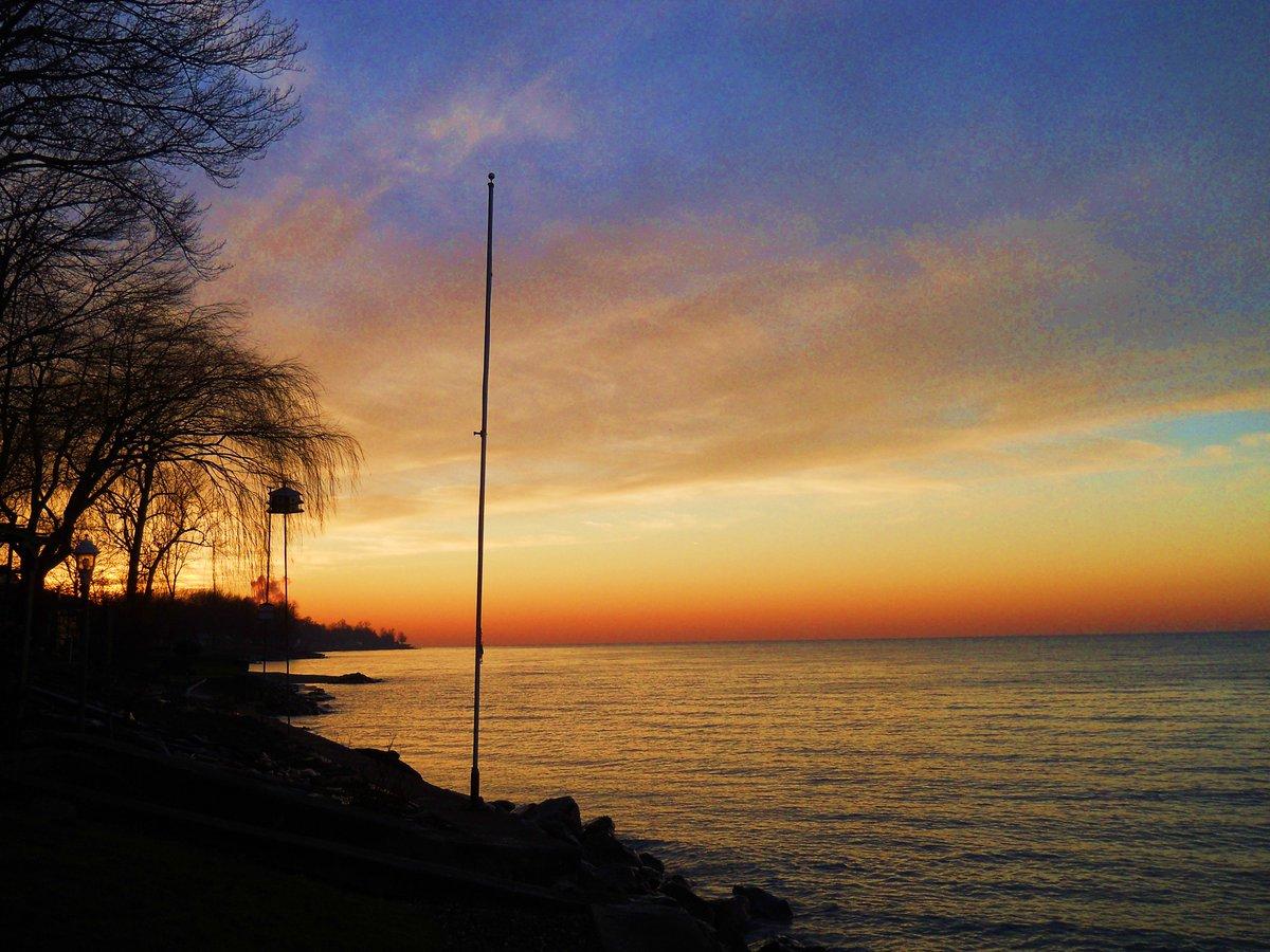 @MarkJWeather sunset in Madison #OhioWeather https://t.co/ahJlcT7Wjr