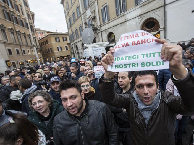 Proteste contro il Salva Banche