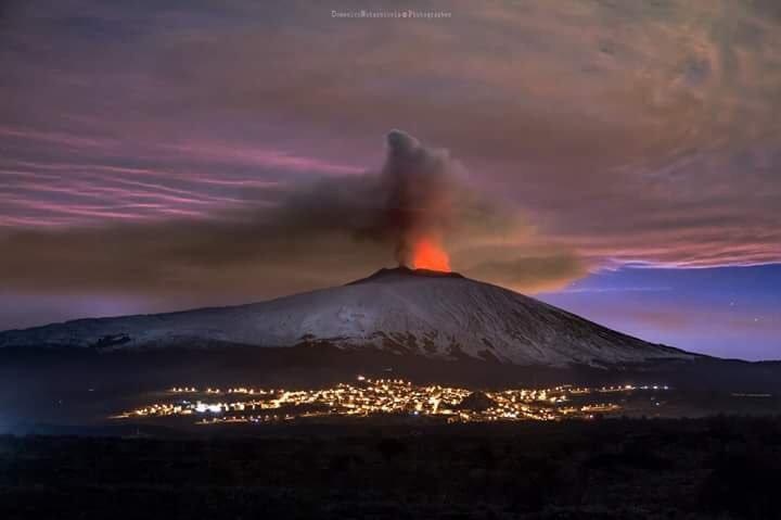 Terremoti sul Monte Etna e Vulcano con lava