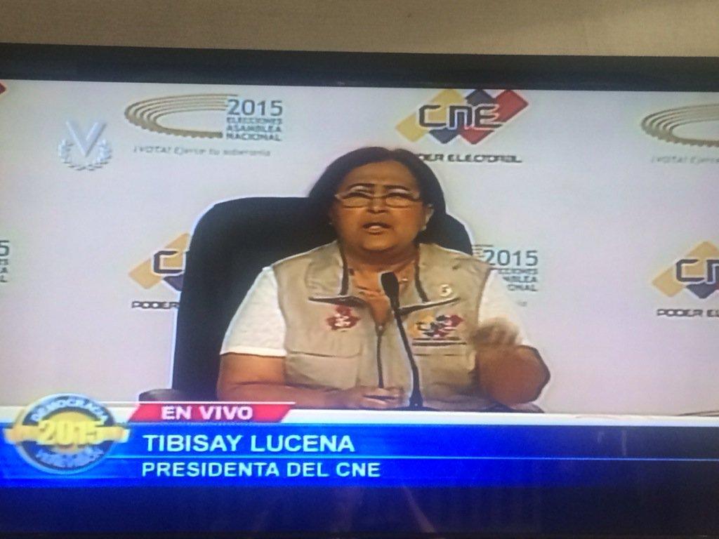 Se nos suspendieron credenciales, que se nos dieron a mitad de la mañana. Hemos sido respetuosos #Venezuela #6D https://t.co/EbeQOHCHEL