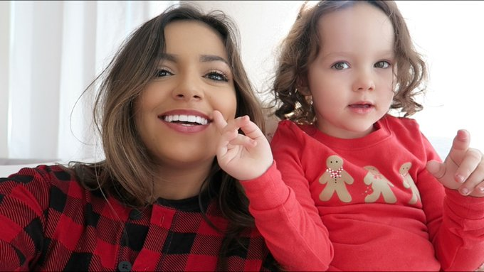 What filming a vlog with your 3 your old niece looks like 🙈 https://t.co/DczpkwTcrV