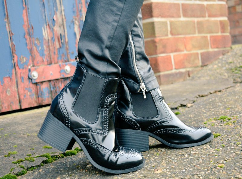 BLOGGED! New @NewLookFashion boots! #ootd #fbloggers https://t.co/rOWaVDguLi https://t.co/Da90H81pLi