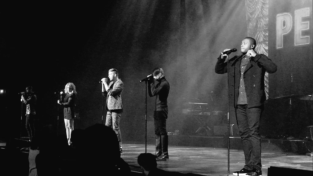 Such an amazing set by @PTXofficial! Pics after the show at https://t.co/S094EqJtmF #KOSTChristmas https://t.co/Ga2BHsxCz4