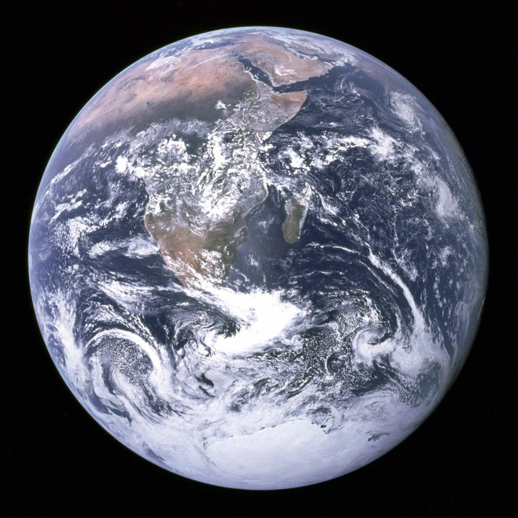 This familiar picture was taken by the Apollo 17 crew a few hours after launch. #BlueMarble https://t.co/gIjSQ8icg2