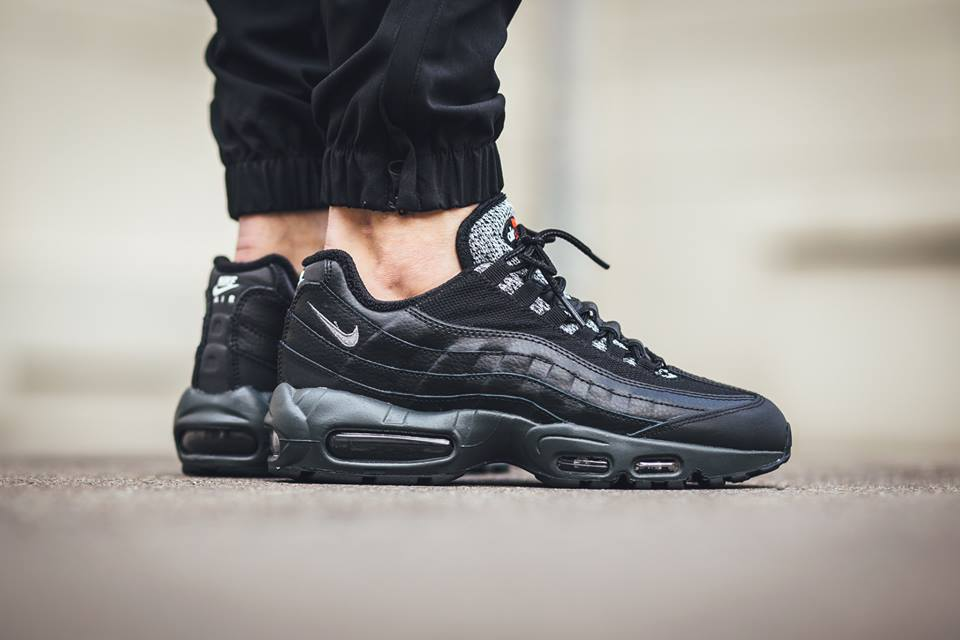 Available now. http   thesolesupplier.co.uk closer-look nike-air-max-95-essential-black-cool-grey-on-foot-look  …pic.twitter.com TLyN3lvG0x a67f9e7b9