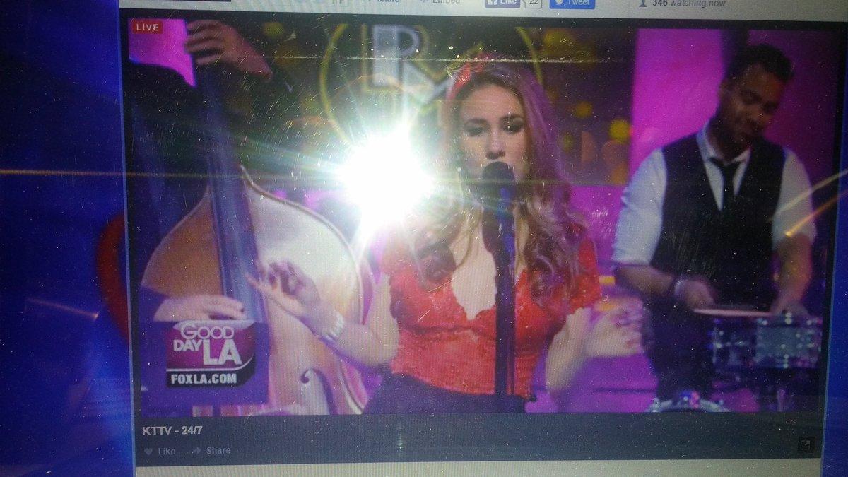 @RClovesHaley she's singing Lovefool, #StraightHairHaley https://t.co/tJCkKS57vs