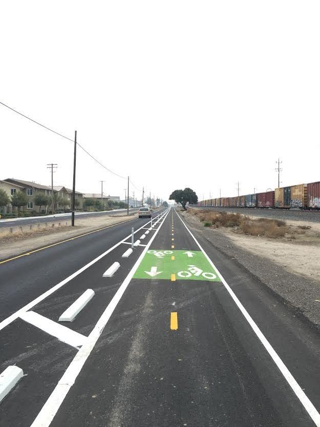 Modesto is at it again, building two miles of protected bike lanes to connect their college campuses. #bikeCA https://t.co/WHoX9sb4uU