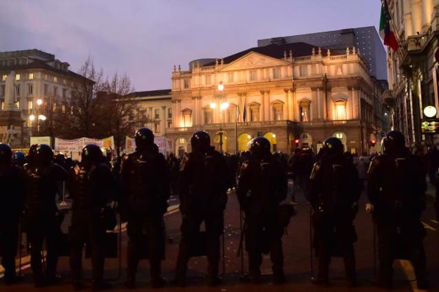 #fotodelgiorno  Milano blindata per la #PrimaScala https://t.co/Dw3TCQNVAK