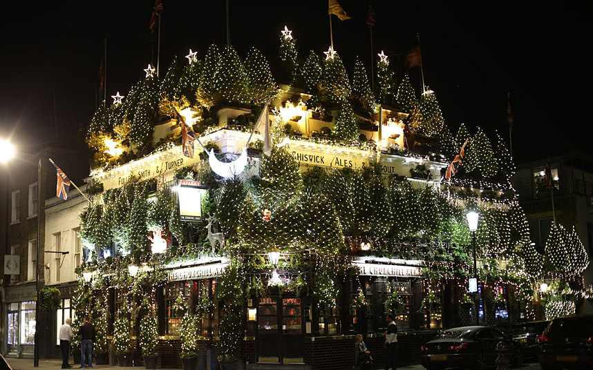 Well done to @ChurchillArmsW8 on their Christmas display. Did you have to start it in October ? https://t.co/AQHe5NMoqf
