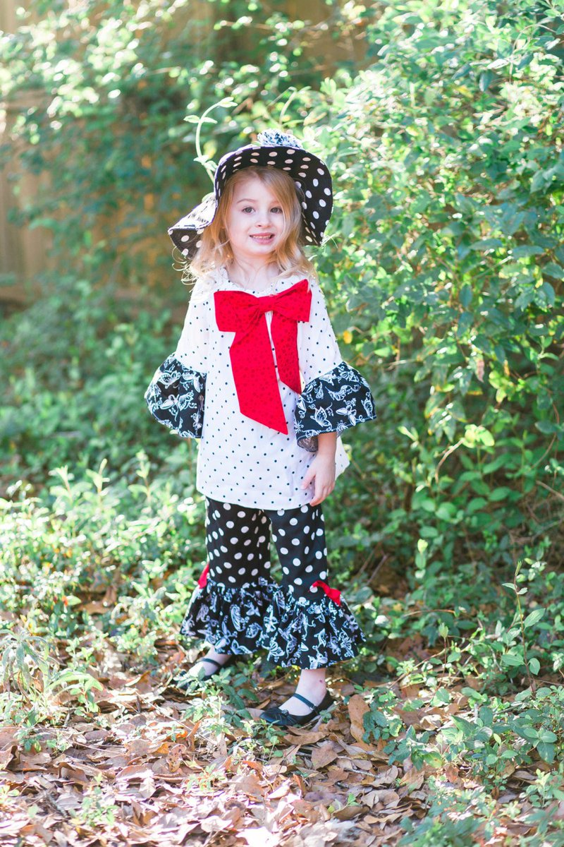 Girls Outfit, Ruffle Pants, Peasant Top, Sun Hat, Complete Handmade O… http://etsy.me/1NN1wgK #etsymntt #OutfitGirl pic.twitter.com/u7hefCBRZh