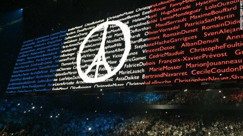 Eagles of Death Metal hanno suonato dal vivo con gli U2 a Parigi