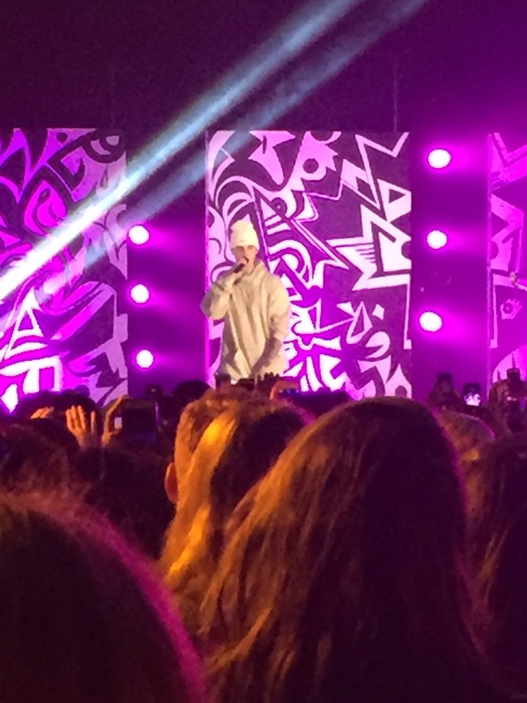 BIEBER DID FAST CAR BY TRACY CHAPMAN AND I COLLAPSED #PurposeInTO https://t.co/gOcfwJZaiN