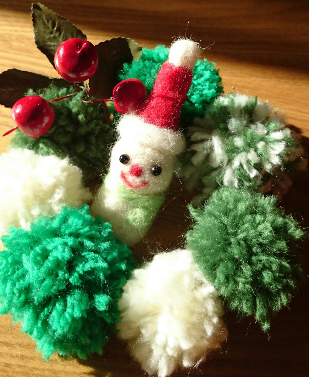 毛糸ポンポンやマカロニで!アイデア満載クリスマスリースが面白い♡