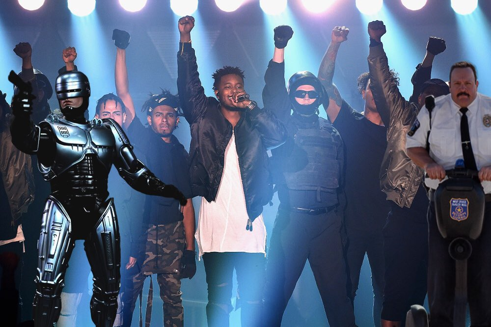 That one time @kb_hga brought the whole police department to the Dove Awards... #doveawards2015 #memesbyvow https://t.co/BRYJYQhQTk