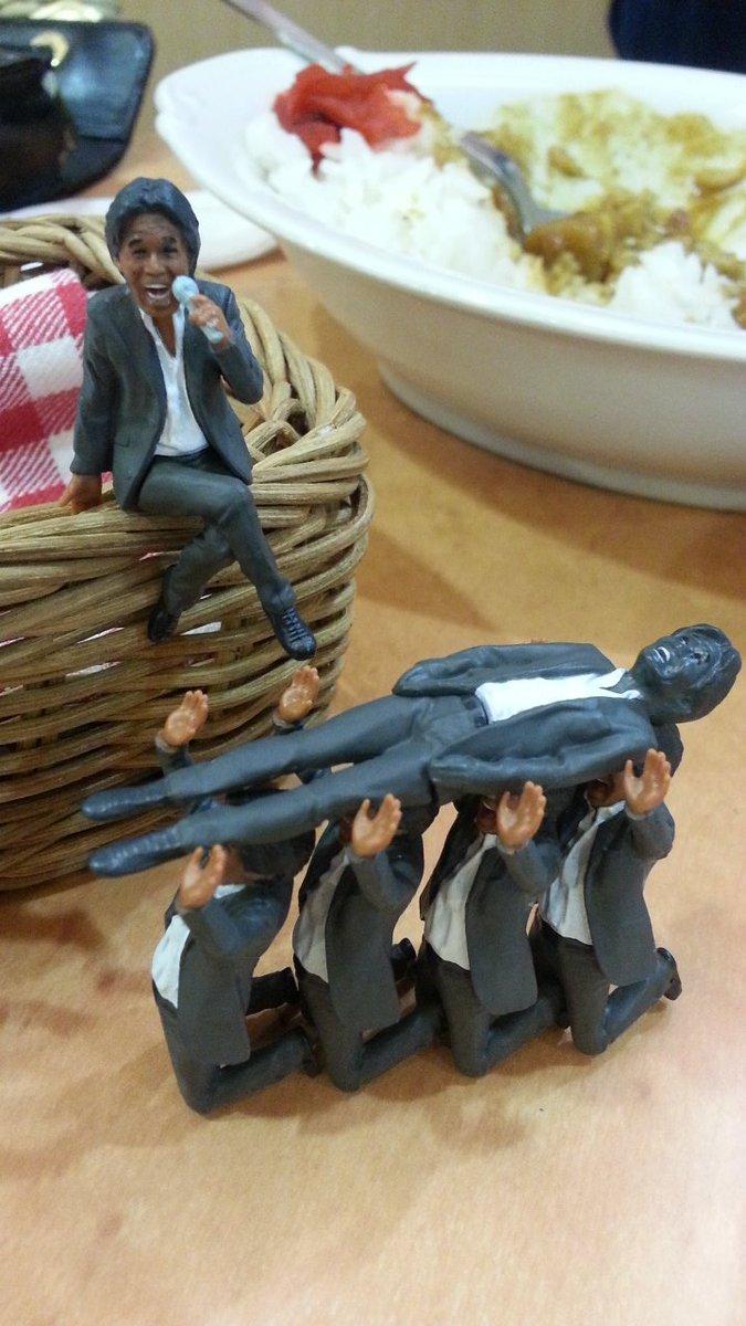 コップの松崎しげるおもしろすぎる。とっくに3000円ぶんぐらい笑ってる pic.twitter.com/mSqzdwGOVs