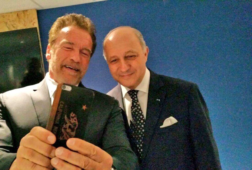 Spotted ! @LaurentFabius et @Schwarzenegger à la #COP21 https://t.co/MIxxOxLw9s