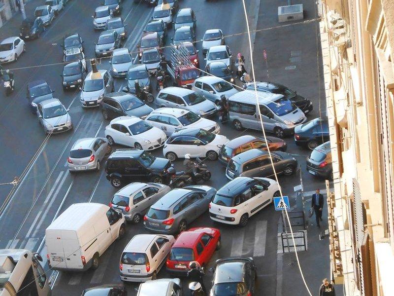 Blocco traffico auto inquinanti a Roma oggi 13 dicembre