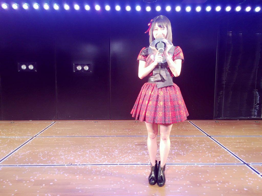 AKB48 10周年本当にありがとうございます。  そして本日、たかみなさんから受け継ぎました。 AKB48グループ総監督 横山由依です! 応援よろしくお願いします。  #AKB4810周年 #たかみなさんお疲れ様でした