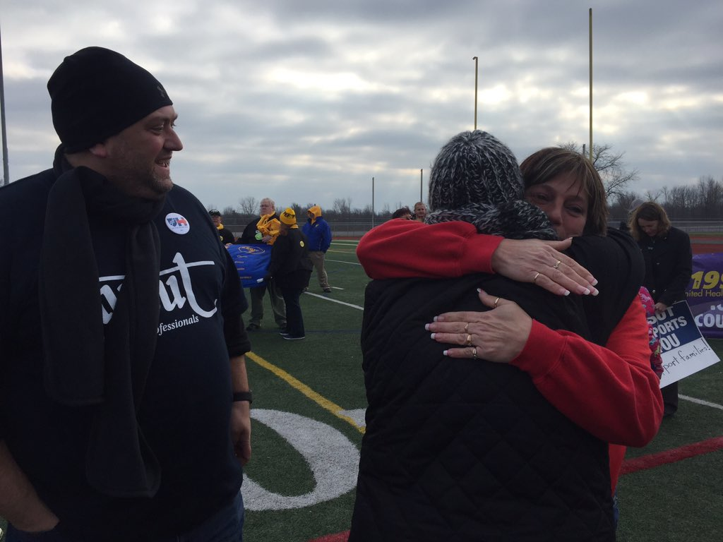 Greeting NYSUT president @KarenMageeNYSUT at the Alcoa rally! https://t.co/mCR0q7bwpx