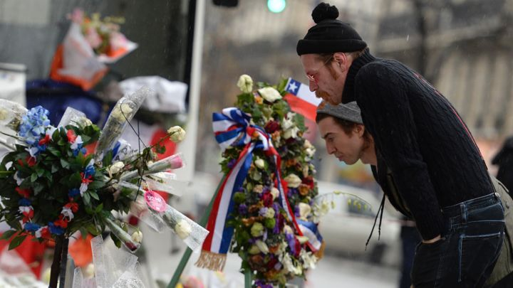 Eagles of Death Metal thank U2 in touching note and return to Bataclan in Paris https://t.co/oBb4qc8Hbn https://t.co/hbYdeiME9M