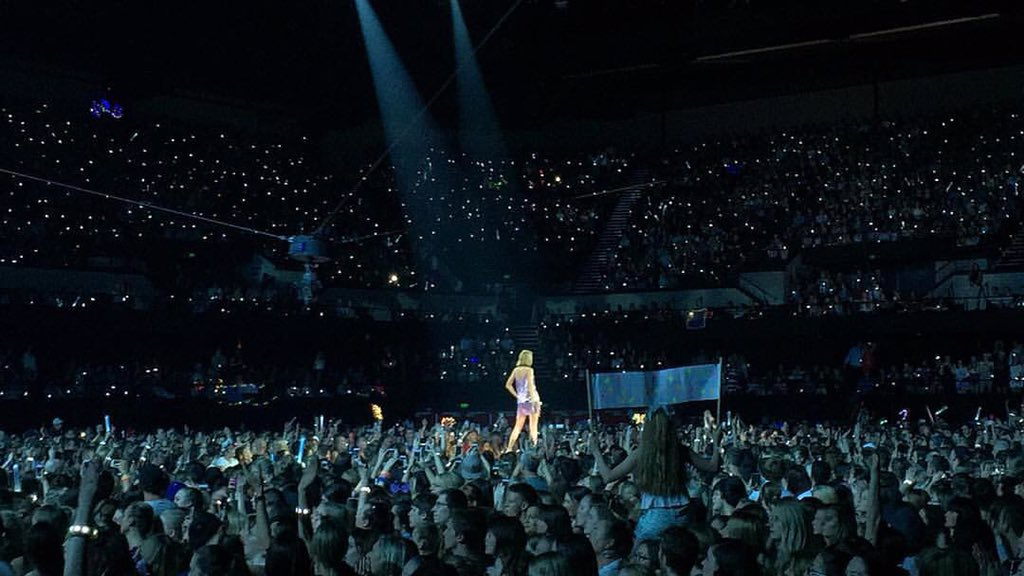 Taylor Swift News On Twitter Thanks For 2 Incredible Shows Adelaide Its Crazy To Say This But There S Only 1 City Left On The 1989 World Tour Https T Co Diwxzehbni