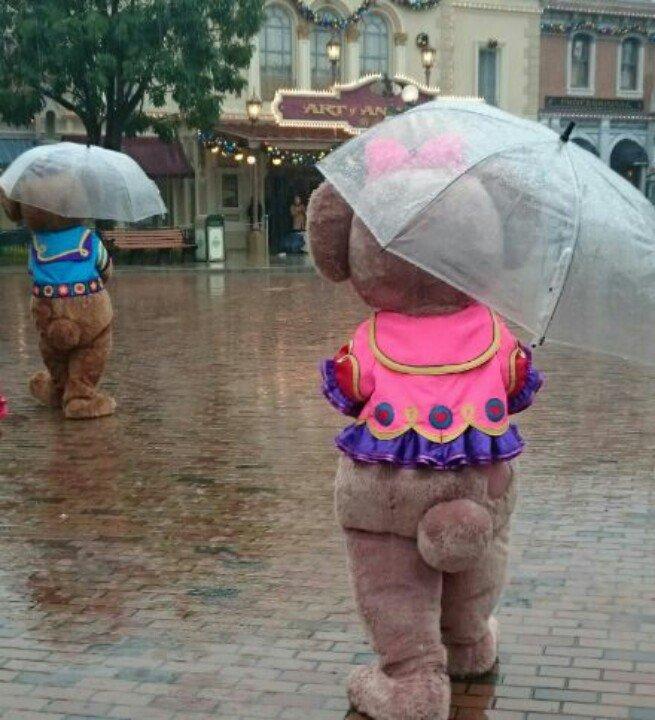 日本だとキャストさんが傘差すけど香港はセルフだったw https://t.co/3uH7JTSQnh