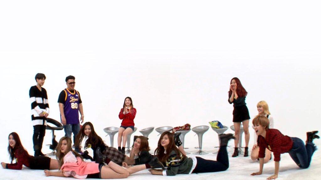 KPOP INDIA Twice {kpop-india}Fun Time with Twice on Weekly Idol + Xmas Special with Lovelyz G-Friend & TwiceCVwabqFU4AEWu4x