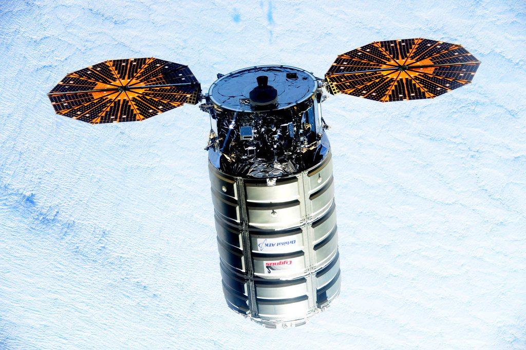 Lancement Atlas V - Cygnus OA-4 (ex Orb-4) - 6 décembre 2015 - Page 12 CVy8SwHVAAEg0-0