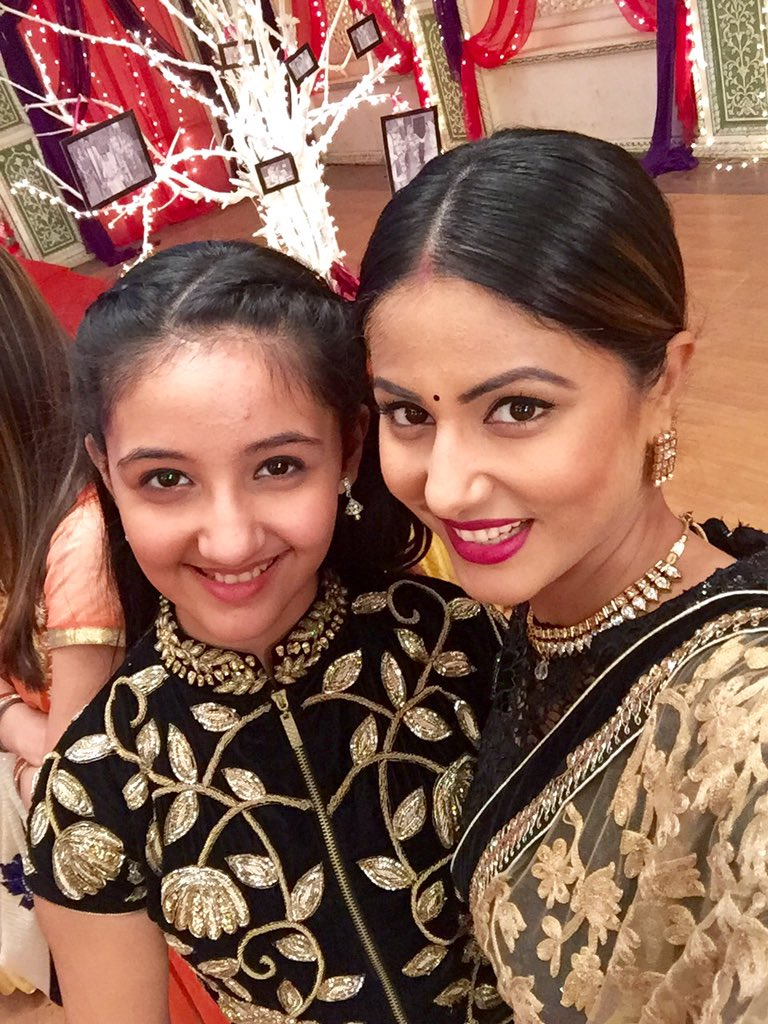 HINA KHAN On Twitter Demand Selfie With Naira Darling Happy Now Tco 0YBKGOh1Wn