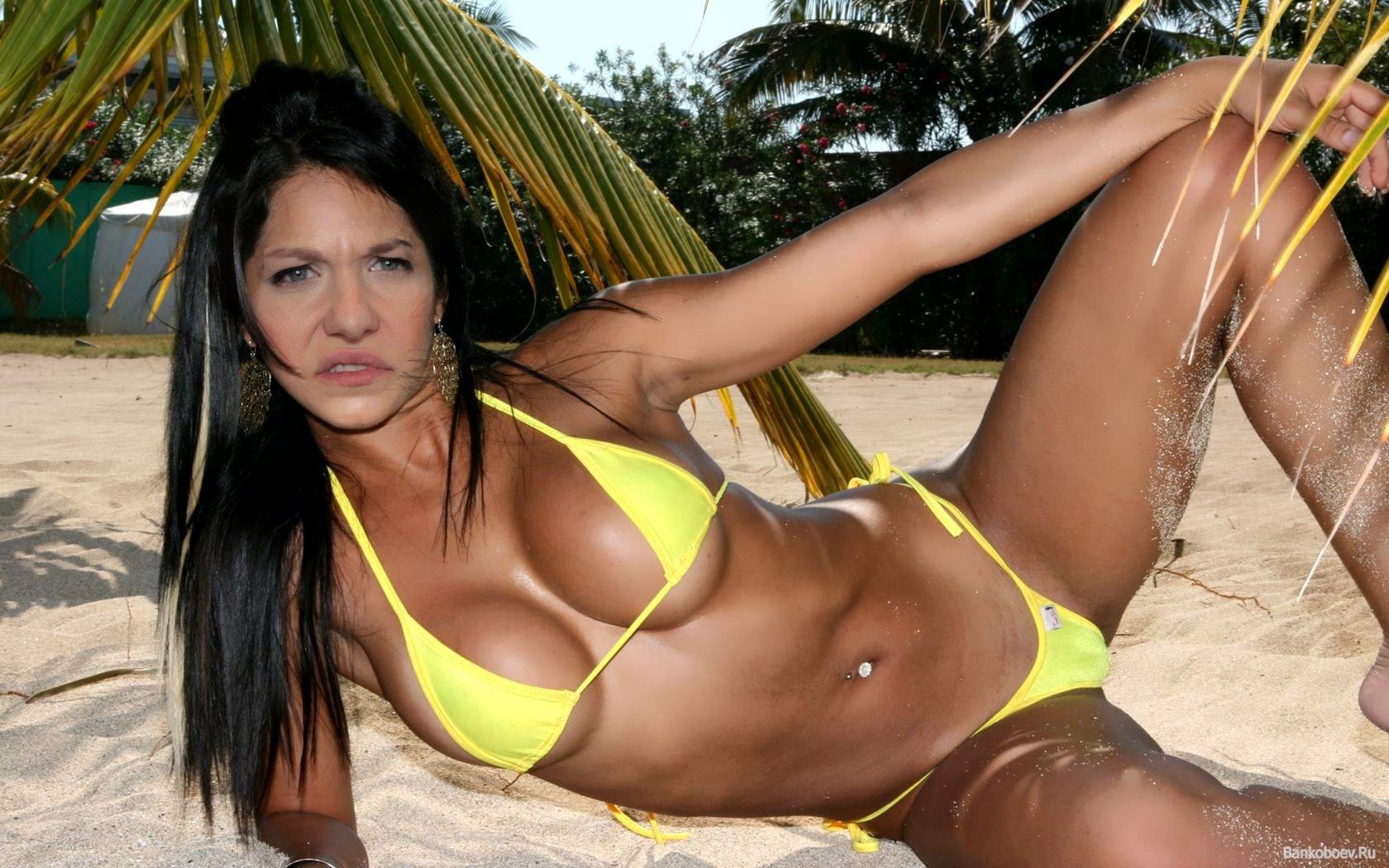 Kelly missesvlog bikini