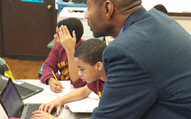 Thank you to @BostonPolice David Edwards for spending #hourofcode with @TeamTimilty Middle School! #CSEdWeekMA https://t.co/S8ZCFPmOTC