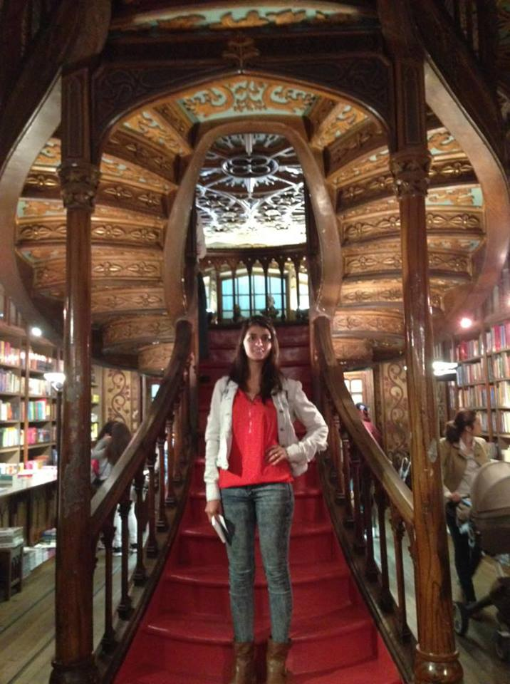 Come with us to the beautiful Livraria Lello, in Oporto (Portugal) @visitportugal https://t.co/qaDytTgerQ https://t.co/Wz2PDA3euE