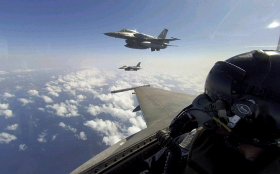 Turkish jets, two armed, violate Greek air space https://t.co/C2mHdlvJtU https://t.co/hGqAuwtM9P