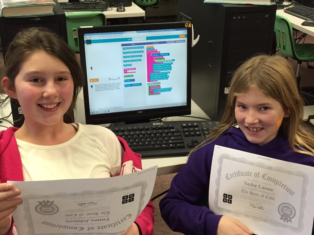 2 gritty girls work hard & complete Artist game @CodeHour-problem solving, teamwork & math skills #vted #HourOfCode https://t.co/j8zXTWYxkM