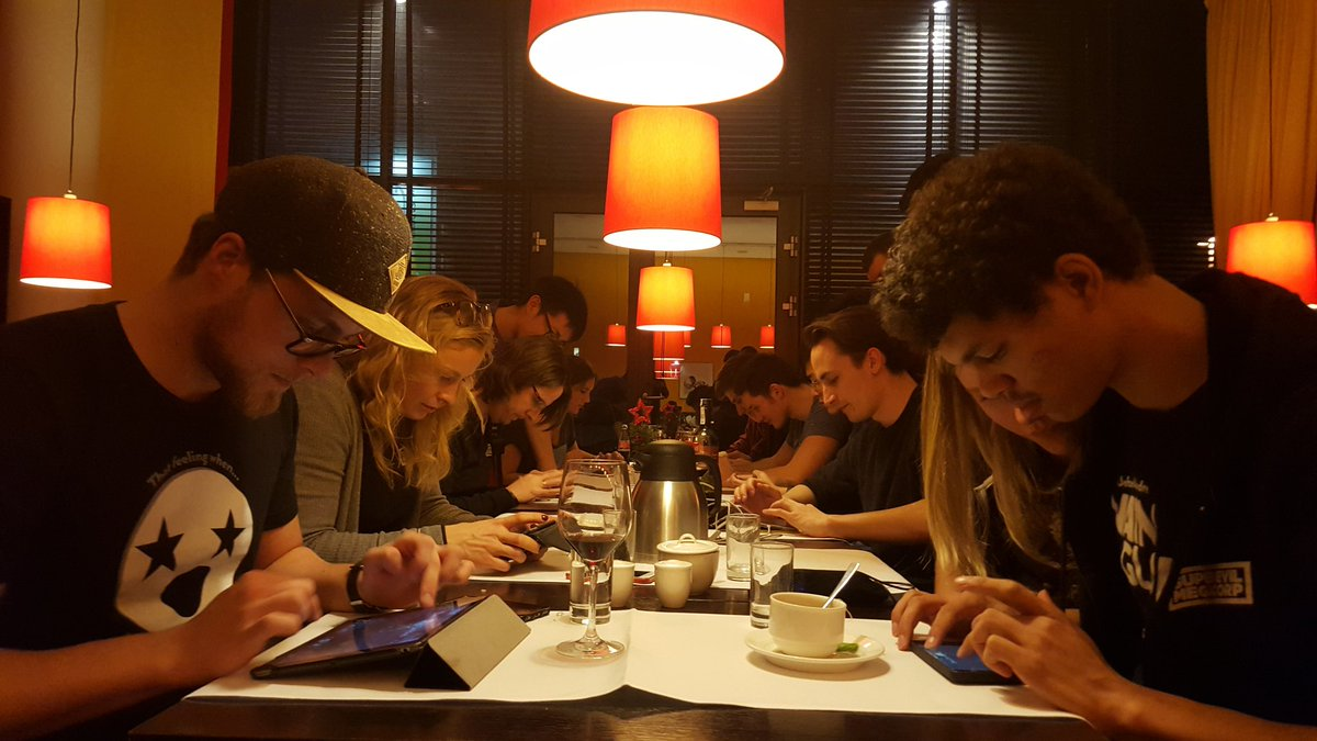 This is what dinner devolved to. 3v3's up and down the table! @vainglorygame https://t.co/0JjWqQDtXh
