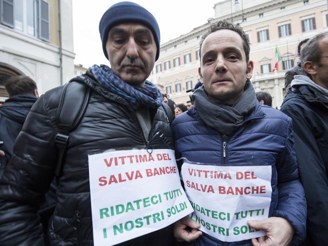 Protesta per il decreto salva-banche del governo Renzi