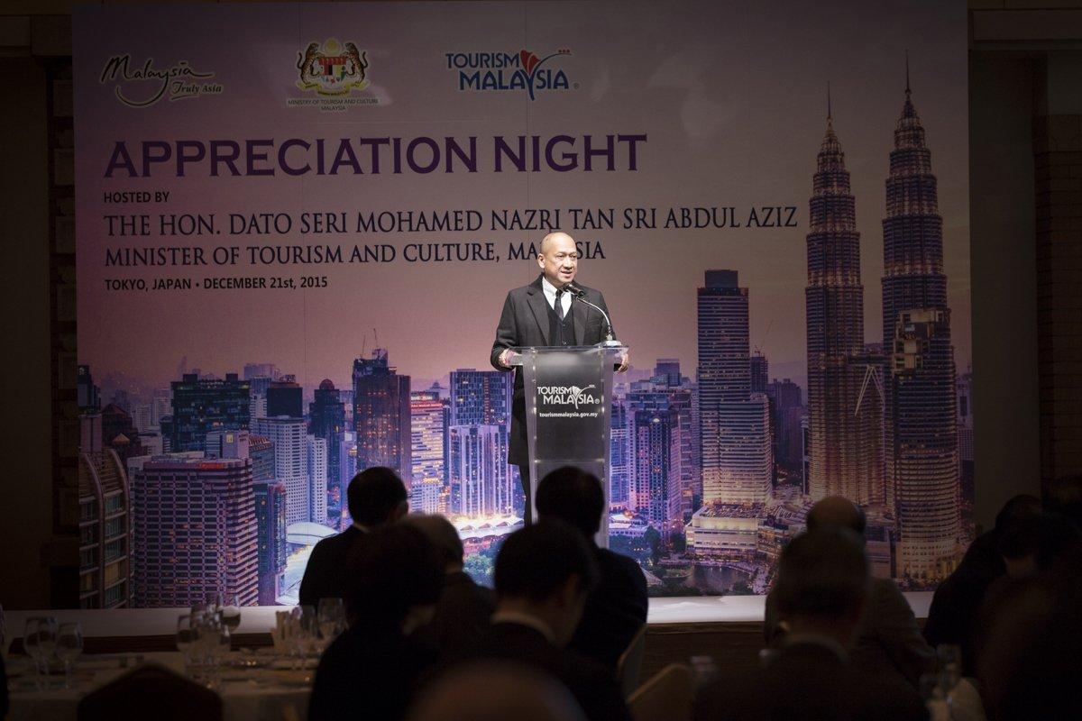 昨日開催された、マレーシア観光文化大臣主催「感謝の夕べ」での感謝状の贈呈の様子。ご出席くださった皆様、ありがとうございました。急きょ駆けつけてくれた超特急のメンバーにも、テリマカシー!!#超特急 https://t.co/fEXxxcRJOu