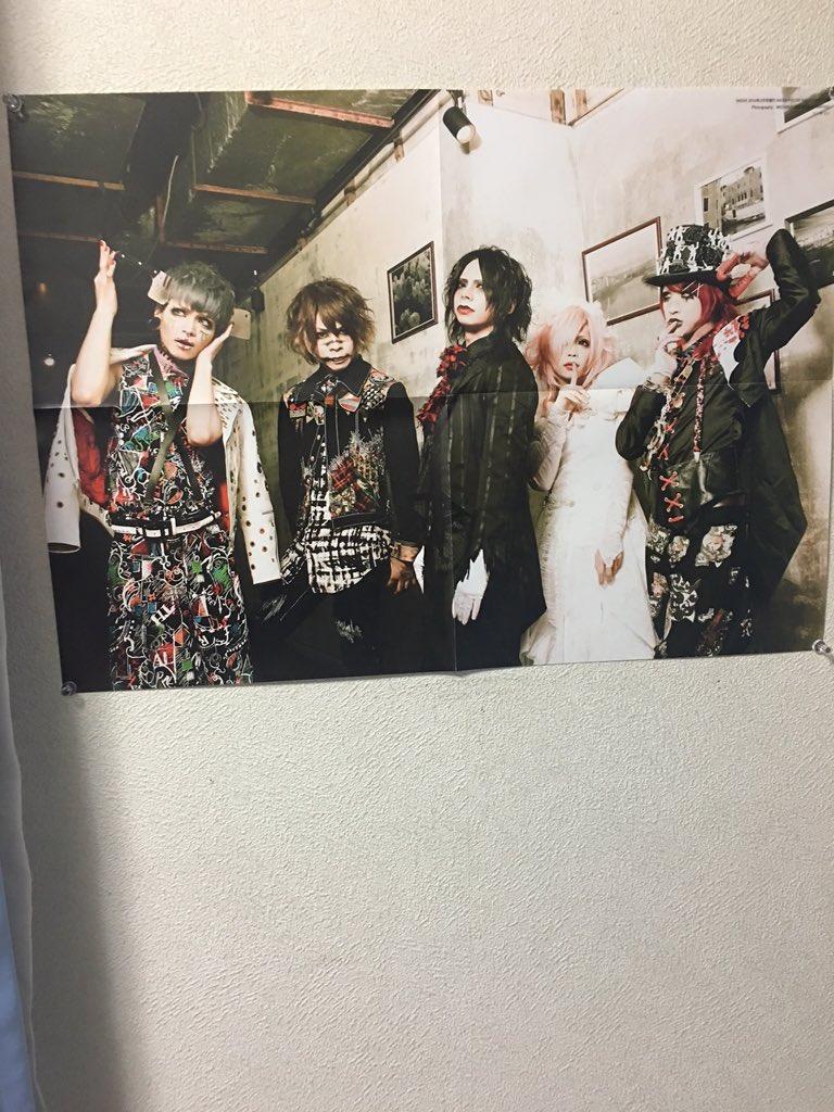 @Penagon_minpha  ふぁちゃん、SHOXXMAGAZINE買いましたよ!  布団の傍の壁に飾りました!  見守ってくれてます(´,,•ω•,,)♡ pic.twitter.com/sCs58MxC4X