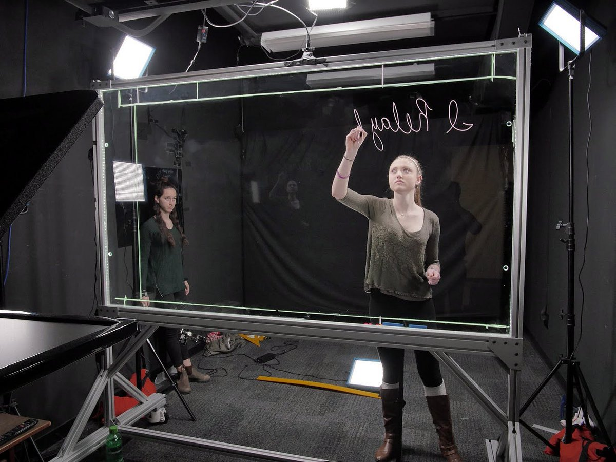 Students trying out our Lightboard Studio  @ColumbiaOnline #designthinking #edtech https://t.co/RgAdPrvYyz