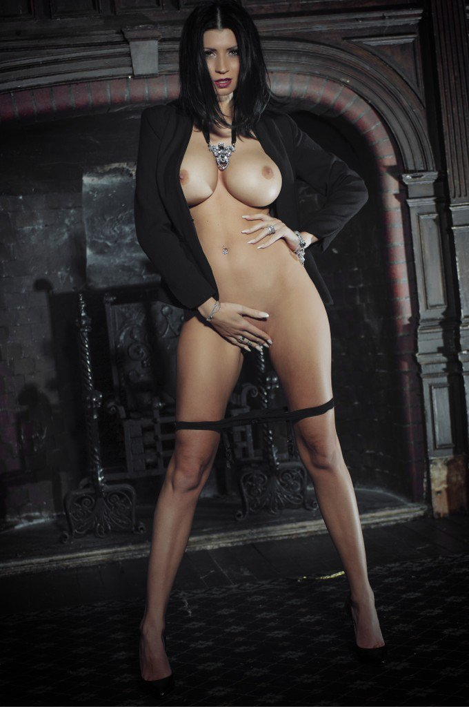 Lilly Roma  - This week pi twitter @Lillyroma1