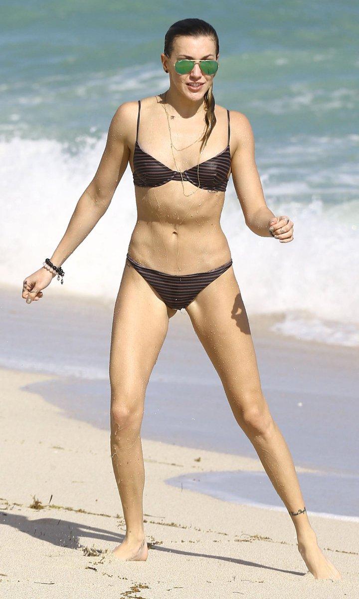 """Kramers Gamers on Twitter: """"Katie Cassidy Tiny Black Bikini ..."""
