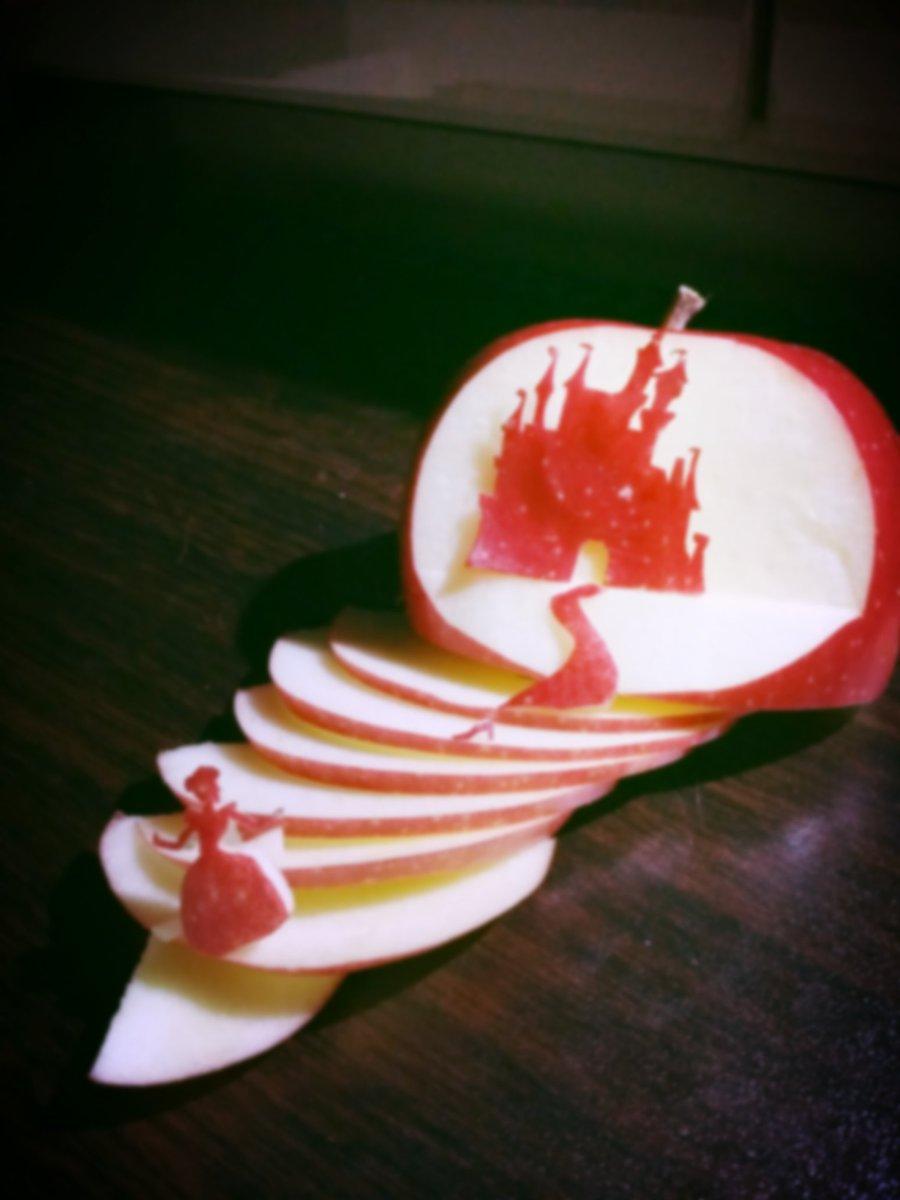 りんごでシンデレラを再現! pic.twitter.com/1dSnt5r6II
