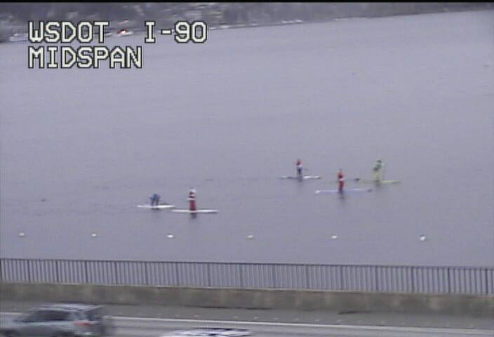 More than a 1/2 dozen Santas are currently paddling across Lake Washington on the south side of I-90 right now! https://t.co/Vs7ZzvbBV3