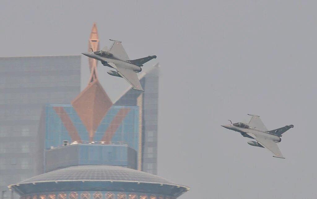 قطر على وشك شراء 36 مقاتله رافال من فرنسا  CW8DMVQWQAAX-wk